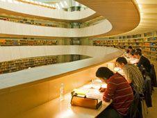 biblioteca de la Facultad de Derecho de la Universidad de Zurich, inaugurada en 2004.