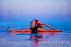 very flexible Juliet! Beach Gymnastics, Jazz, Yoga For Flexibility, Contortion, Acro, Poses, Dance Photography, Dancing With The Stars, Life Is Beautiful