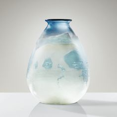 'OURS POLAIRE', A CAMEO GLASS VASE BY GALLÉ, CIRCA 1925. SIGNED, Hauteur : 35 cm (13 3/4 in.) Diamètre : 24 cm (9 1/2 in.)