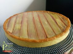 Tarte à la rhubarbe Philippe Conticini Chefs, Belgian Food, Good Food, Yummy Food, Fast Food, Rhubarb Recipes, Sweet Tarts, Sweet Recipes, Healthy Recipes