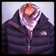 """TODAY ONLY‼️ North Face 800 Down Coat TODAY ONLY PRICE DROP‼️Black down puffer coat w red accents in zippered front, pockets, and waist drawcord. Extremely lightweight yet keeps you very warm! Arm length 26.5"""", PTP 22.5"""", full length 26.5"""". Mint condition. PRICE FIRM. Thank you. ❄️ North Face Jackets & Coats Puffers"""