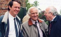 Kevin Whately, John Thaw (Inspector Morse), and Colin Dexter, author. Famous Detectives, Tv Detectives, Kevin Whately, Ian Kennedy, Inspector Lewis, The Sweeney, Shaun Evans, Anthology Series, Actor John