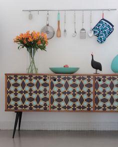 Retro Home Decor Retro Furniture, Upcycled Furniture, Painted Furniture, Home Furniture, Furniture Design, Furniture Movers, Furniture Layout, Classic Furniture, Kitchen Furniture