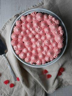 Jag har hittat nyckeln till att göra en festlig tårta, som är kul att dekorera, enkel att baka och kräver minimalt med tid. Kladdkaka med olika sorters smaksatt grädde! Tänk bara på att... Baking Tips, Baking Recipes, Healthy Recepies, Baking Cupcakes, No Bake Cookies, Sugar And Spice, Sweet Tooth, Bakery, Sweet Treats