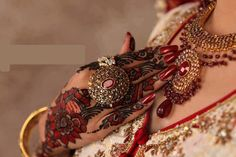 A good sense of art enhance the beauty of any mehndi design. Miras Bridal Saloon help you to apply these lovely bridal mehndi designs on hands and feet. Latest Bridal Mehndi Designs, Eid Mehndi Designs, Mehndi Designs For Girls, Mehndi Patterns, Mehndi Art, Henna Mehndi, Henna Art, Full Hand Mehndi, Mehndi Design Pictures