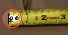 Mind blown: Tape measure features you may not have known existed! Handy DIY tips and tricks. Tape Measure Tricks, 1000 Lifehacks, Simple Life Hacks, Home Repairs, Do It Yourself Home, Wood Turning, Mind Blown, Sewing Hacks, Sewing Tips