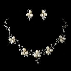 Now to glam up your look stylish and unique then pearl necklace is correct choice. Here we present 15 best pearl necklace designs for indian women. Bridesmaid Bracelet, Bridesmaid Jewelry Sets, Bridal Jewelry Sets, Bridal Earrings, Wedding Jewelry, Bridal Accessories, Bridal Jewellery, Pearl Necklace Designs, Floral Necklace