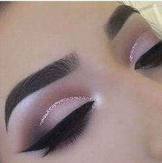 Soft pretty cut crease with Eye Kandy's Double Bubble www. - Soft pretty cut crease with Eye Kandy's Double Bubble www. Cut Crease Glitter, Eye Makeup Glitter, Purple Eye Makeup, Eye Makeup Tips, Smokey Eye Makeup, Glam Makeup, Makeup Goals, Makeup Inspo, Eyeshadow Makeup