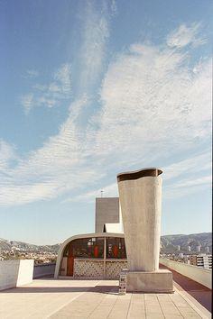 Marseille 39 Le Corbusier Cité Radieuse  #marseille #provence #tourismepaca #tourismpaca #france Le Corbusier, Concrete Architecture, Art And Architecture, Rhone, Wonders Of The World, Provence, Planer, Habitats, Designer