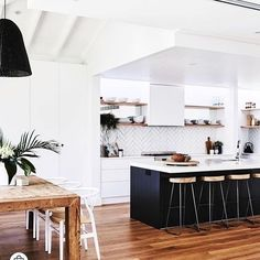Phenomenal in making your own kitchen renovation ideas Modern Kitchen Interior Remodeling Kitchen goals right here! Our latest, Modern Kitchen Interiors, Home Decor Kitchen, Kitchen Living, Interior Design Kitchen, New Kitchen, Home Kitchens, Kitchen White, Interior Plants, Living Rooms