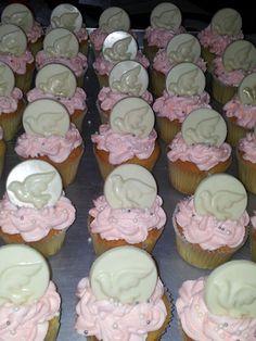 Cupcakes  vainilla naranja con lustre y chicolate blanco...