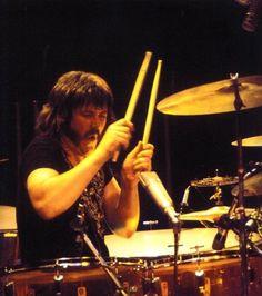 John Bonham - Led Zeppelin 1973 World Tour Jimmy Page, Robert Plant, Best Rock Bands, Cool Bands, Heavy Metal, Hard Rock Music, Vintage Drums, John Bonham, Twist And Shout