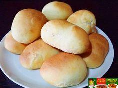 Ingredienti per l'impasto: 500 gr di farina 3 uova 100 gr di burro 100 ml di latte 1 cubetto di lievito di birra 1 cucchiaino di sale 1 cucchiaino di zucch