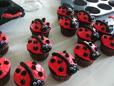 Ladybug Cupcakes...can do chocolate chips for the polka dots instead of buttercream and mini oreos for the head