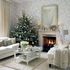 27 Inspiring Christmas Fireplace Mantel Decoration Ideas | DigsDigs