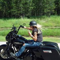 Harley Davidson Bike Pics is where you will find the best bike pics of Harley Davidson bikes from around the world. Harley Bikes, Harley Davidson Bikes, Lady Biker, Biker Girl, Biker Baby, Chicks On Bikes, Motorbike Girl, Girl Bike, Hot Bikes