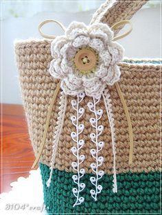 crochet flower, button center, ribbon strings - use as decorative applique on other projects Bag Crochet, Crochet Handbags, Crochet Purses, Love Crochet, Crochet Crafts, Yarn Crafts, Irish Crochet, Appliques Au Crochet, Crochet Motifs