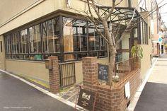 大阪府大阪市にある「バードカフェ(bird coffee)」。TRUCKという全てオリジナルの家具屋さんに併設しています。