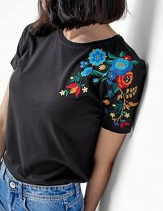 New sewing clothes refashion inspiration ideas ideas Embroidery On Clothes, Embroidered Clothes, Hand Embroidery Patterns, Diy Embroidery, Embroidery On Tshirt, Sewing Clothes, Diy Clothes, Clothes Refashion, Casual Clothes