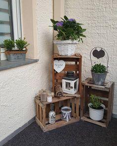 Rustic Crafts, Rustic Farmhouse Decor, Rustic Decor, Diy Porch, Diy Patio, Patio Ideas, House Plants Decor, Wooden Crates, Garden Crafts