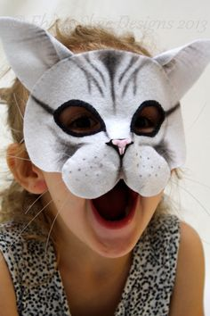 You can make your own cute and friendly cat mask. Soft felt conforms to the face and helps your cat mask sit comfortably. Elastic band at the Cat Costume Kids, Cat Costumes, Halloween Costumes For Kids, Animal Costumes, Costume Ideas, Diy Party Mask, Diy Mask, Animal Masks For Kids, Mask For Kids