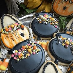 halloween cookies decorated Halloween is such a fun time of year! There is always so much excitement that comes with being able to decide what you want to dress up as this y Fall Cookies, Cookies For Kids, Iced Cookies, Cute Cookies, Easter Cookies, Pumpkin Cookies, Royal Icing Cookies, Halloween Cookies Decorated, Halloween Sugar Cookies