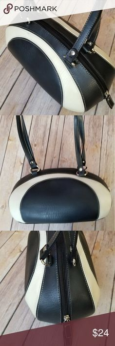 MOSSIMO retro bowling bag style purse Black and cream vintage inspired bowling bag styled shoulder bag. Good used condition. No major flaws Mossimo Supply Co Bags Bowling Bags, Fashion Bags, Vintage Inspired, Shoulder Bag, Purses, Retro, Totes, Wallets, Leather