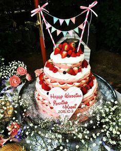 ウェディングケーキ #結婚式#wedding#キャメロットヒルズ#アリエノール#ネイキッドケーキ#ピンク#ケーキトッパー#ガーデンセレモニー#ディズニーフォント#プラン内だけどパティシエさんと直接打合せしてこんなに可愛く作ってもらえた#ケーキ装花#丸太の上に小瓶#かすみ草#フラデコさんとも綿密に打合せした#めちゃくちゃこだわりました#本番見て可愛すぎて感動した#食べるのもったいなかった
