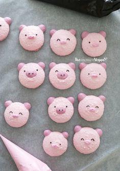 Pig Cupcakes, Pig Cookies, Macaron Cookies, Meringue Cookies, Macaron Recipe, Vegan Cake, Vegan Desserts, Vegan Recipes, Macaroons Flavors