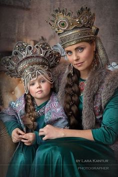 Clothing and accessories - Breathing history, embodied in clothing and accessories , saturated colors , colorful embroidery - that s what Russian folk costumes .