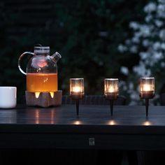 """Die Teelichthalter """"Pipe Hurricane"""" von Menu vereinen skandinavische Einfachheit und Eleganz."""