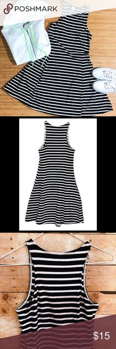 👗OLD NAVY Black/White Stripe Fit & Flare Dress 👗OLD NAVY-Size Small-Black and White Striped Tank Dress- Approx: Measurements-Bust:  (Underarm pit to underarm pit)  Length:  (Center of round neck to bottom hem)-EUC-Additional info in the pics.   ⭐️Due to privacy, I do not send a comment after your purchase If you need confirmation of purchase, please comment under your listing and I will reply...  🛍THANKS 〰Deb Old Navy Dresses