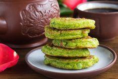 Hráškové placičky | Jóga Dnes Avocado Toast, Pancakes, Breakfast, Recipes, Food, Morning Coffee, Meal, Crepes, Food Recipes