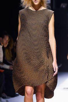 Issey Miyake at Paris Fashion Week Spring 2016 - Details Runway Photos