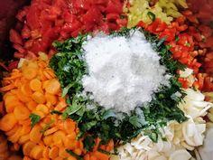 Hellena ...din bucataria mea...: Zarzavat pentru ciorbe - la borcan Health Dinner, Cobb Salad, Floral Wreath, Dinner Recipes, Food And Drink, Canning, Recipes, Dinner Healthy