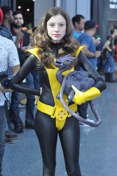 "Kitty Pryde Shadowcat & Lockheed Cosplay by KittenAndDragon on deviantART, photo by Jaycee ""Monk"" Marvel Cosplay Girls, Xmen Cosplay, Cat Cosplay, Superhero Cosplay, Halloween Cosplay, Kitty Pryde, Movie Costumes, Cosplay Costumes, Awesome Costumes"