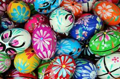 Many people dye hard boiled eggs for Easter, but why not do something more creative this year?  Whether you decorate hard boiled eggs, wood eggs, or plastic eggs, here are a few ideas for decorating Easter eggs that you may have not thought of.