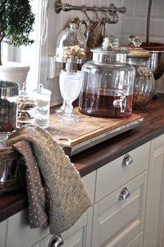 Kitchen Dining, Kitchen Decor, Landry Room, Cocinas Kitchen, Kitchenette, Cozy Living, Beautiful Kitchens, Kitchen Accessories, Kitchen Interior
