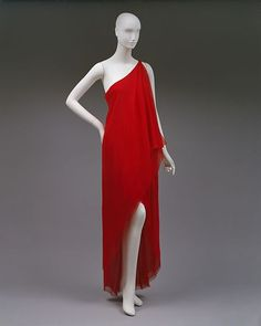 Halston dress ca. 1978 via The Costume Institute of the Metropolitan Museum of Art Casual Styles, Vintage Gowns, Vintage Outfits, Vintage Dior, Greek Fashion, Image Fashion, Costume Institute, Fashion History, Beautiful Dresses