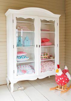 Cute vitrine closet