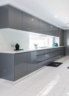 Modern Kitchen Interior The contemporary kitchen borrows tall functionality and streamlined surfaces from the modernist design movement, but its style often incorporates usual Kitchen Remodel, Kitchen Decor, Luxury Kitchen, Interior Design Kitchen, Contemporary Kitchen, Kitchen Room Design, Modern Kitchen Cabinet Design, Kitchen Furniture Design, Kitchen Design