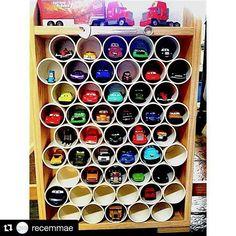 Via @recemmae ・・・ Inspiração fofa para quarto de meninos. Por aqui, JP ama carrinhos pequenos! Está na fase de querer todos que vê. Amei essa ideia, pois, além de deixar os carrinhos arrumadinhos, é fácil e barato fazer. Já irei providenciar uma garagem dessa para o #pequitito. . Imagem: Pinterest . #inspiração #dicaRMB #quartodemenino #quartodecriança #DIY #RecemMaeBlog