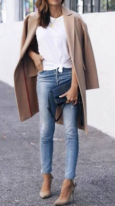 how to wear a beige coat : white top + jeans + heels + bag stylish mom outfits Heels Outfits, Mode Outfits, Fashion Outfits, Womens Fashion, Ladies Fashion, White Heels Outfit, Casual Heels Outfit, Fashion Ideas, Fashion Images