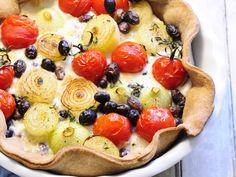 Rezept für Tomaten-Zwiebel-Quiche mit Oliven | Zeit: 40 Min. | http://eatsmarter.de/rezepte/tomaten-zwiebel-quiche-mit-oliven