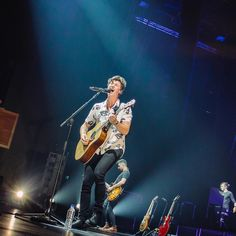 "723 curtidas, 5 comentários - Shawn Mendes Updates (@shawnmendesupdates1) no Instagram: ""December 9: Shawn performing at @thestarperformingartscentre in Singapore…"" 09/12/17"