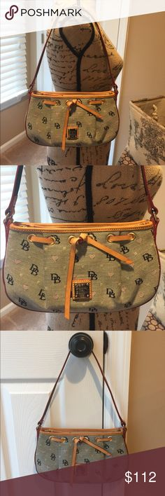 🌺🦋 DOONEY & BOURKE 🦋🌺 Stunning Shoulder Bag 🌺🦋 DOONEY & BOURKE 🦋🌺 Authentic Stunning Shoulder Bag Preloved in good condition this bag is perfect for a night out.  There is a zipper inside pocket and a pocket the your cell phone,  there is also a key chain lash.  There is two spots on the leather at the bottom. Dooney & Bourke Bags Shoulder Bags