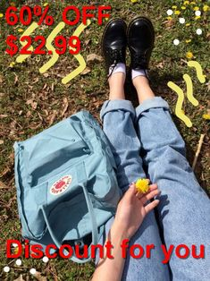 This kanken is so cute, I adore the color! Mochila Kanken, Kanken Backpack, Books And Tea, Fjallraven, Fashion 90s, Vintage Outfits, Lolita, Mellow Yellow, Style Clothes