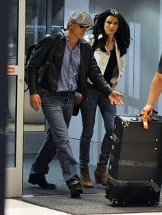 Daniel Craig and Rachel Weisz with their Globe-Trotter Centenary Black Suitcase