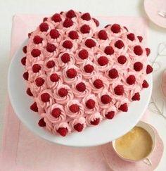 Herz-Himbeertorte The recipe for heart raspberry cake and more free recipes on LECKER. Baking Recipes, Cake Recipes, Snack Recipes, Cake Cookies, Cupcake Cakes, Russian Honey Cake, Beaux Desserts, Raspberry Cake, Cream Recipes