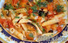Перемешать макароны с баклажанами, помидорами, луком и перцем. Выложить на тарелку, посыпать зеленью.Вкусное блюдо готово. Надеюсь, вам пригодится и понравится этот рецепт.